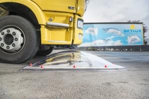 בדיקת שבירה משאית עולה על כיפה 1