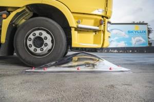 בדיקת שבירה משאית עולה על כיפה 2