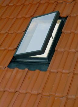 חלון גג ציר דלת FENSTRO / VELTA